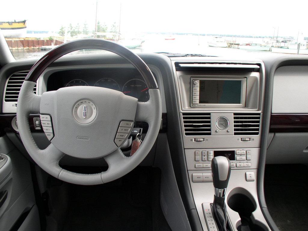 http://automotivetrends.com/wp-content/gallery/2004-aviator/2004lincolnaviator108.jpg