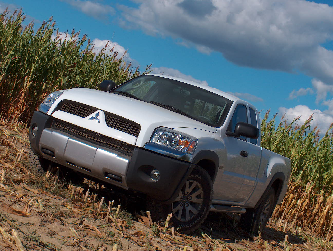 raider race offroad pickup mitsubishi racing wallpaper baja truck wallpaperup