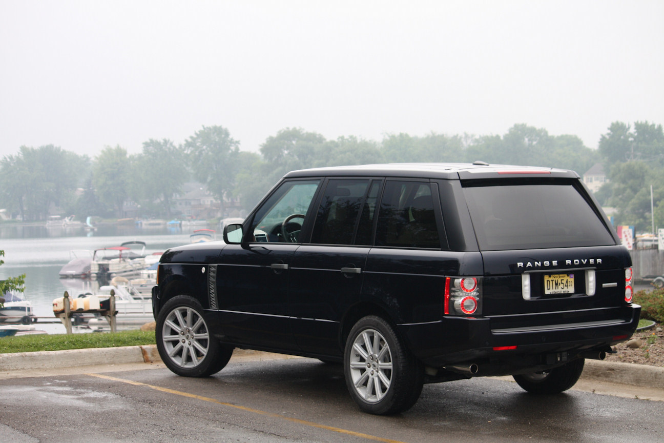 http://automotivetrends.com/wp-content/gallery/2010-range-rover-supercharged/2010rangerover36.jpg